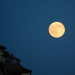 Luna piena all'Harbour City