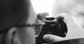 """Una foto per raccontare """"Nessuno"""", il concorso fotografico di Prodeitalia"""